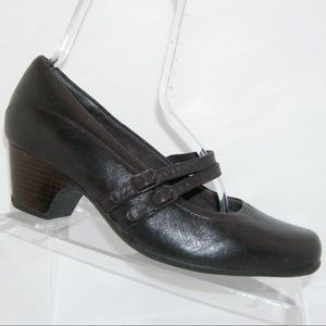 Clarks Sugar Dust brown leather mary janes 9.5XW